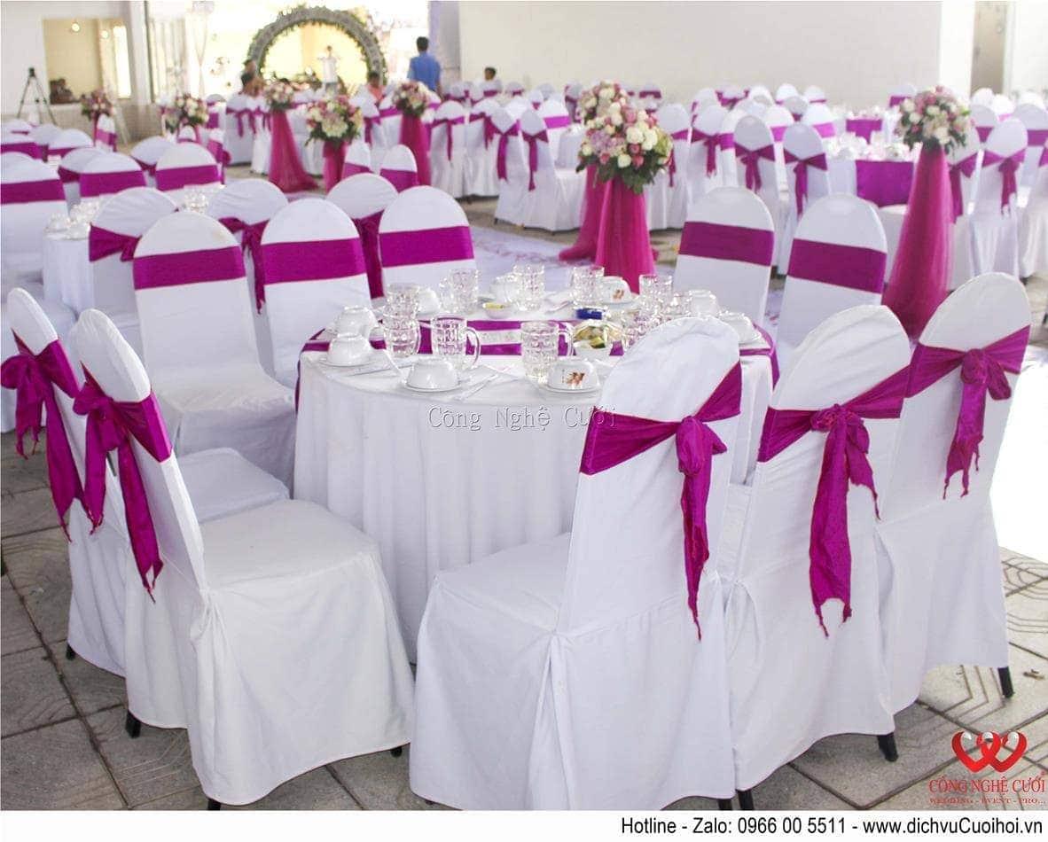 Trang trí tiệc cưới trọn gói tông màu tím-Bàn tiệc