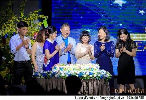 Tổ chức sự kiện tất niên và kỷ niệm thành lập công ty