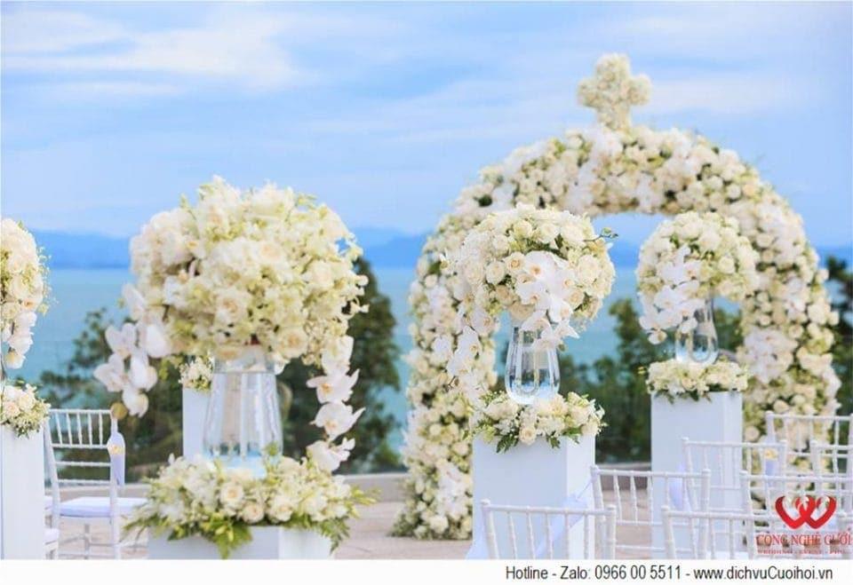 Lễ cưới ngoài trời tông màu trắng