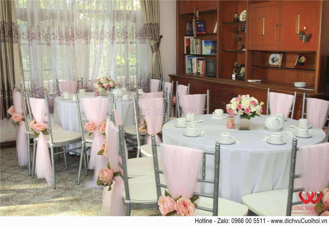 Trang trí lễ gia tiên Trang trí bàn ghế hai họ