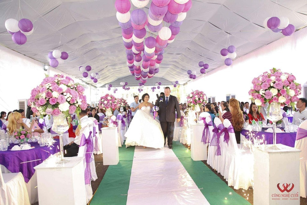 Trang trí đám cưới trọn gói với khong gian tiệc màu tím