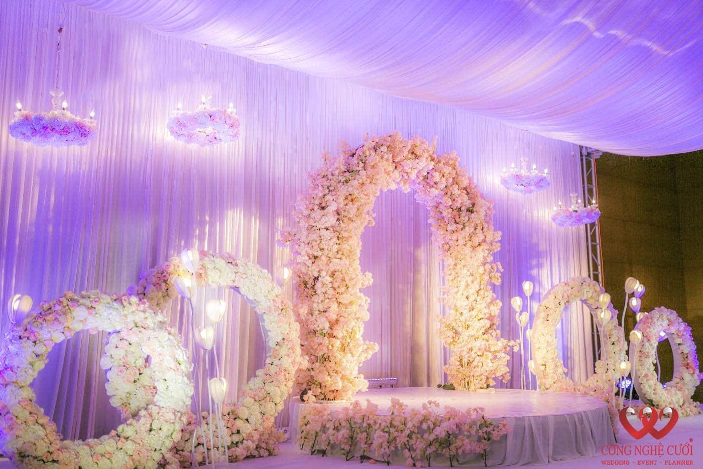 Công Nghệ Cưới - Trang trí nhà hàng tiệc cưới với hoa lụa