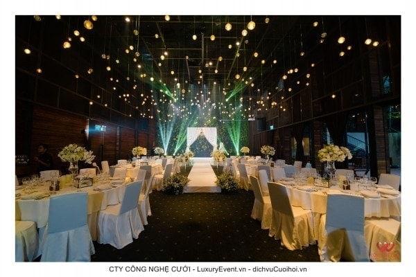 Tiệc cưới tại Gem Center trang trí tông màu trắng