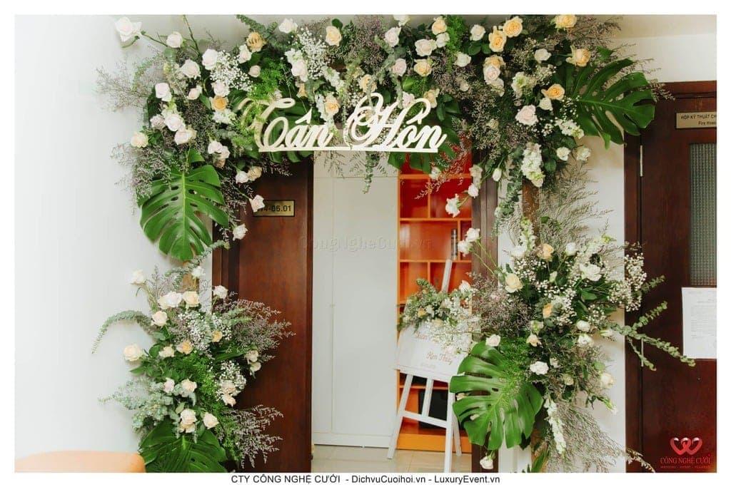 Cổng hoa tươi đám cưới