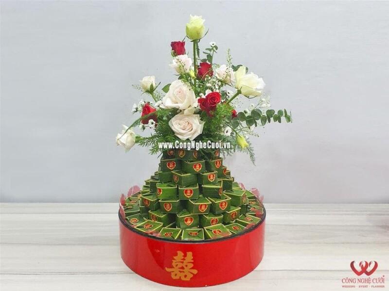 Mâm quả bánh xu xê xếp tháp kết hoa