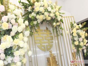 Trang trí lễ gia tiên tông màu vàng chanh